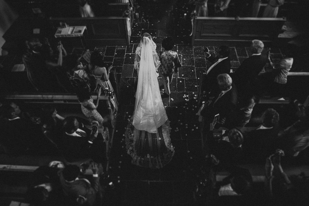 Kirchliche Trauung Braut Einzug Hochzeit im A-Rosa Kitzbühel