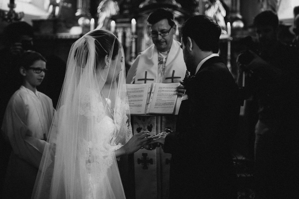 Kirchliche Trauung Ringwechsel Hochzeit im A-Rosa Kitzbühel