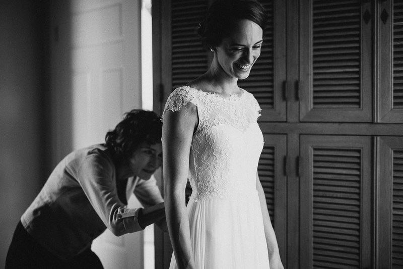Hochzeitsfotograf im Weingut am Nil Braut Kleid anziehen