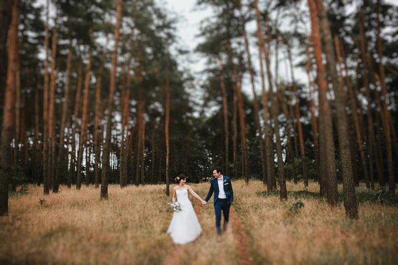 Hochzeitsfotograf Berlin Schloss Ziethen Brautpaar im Wald