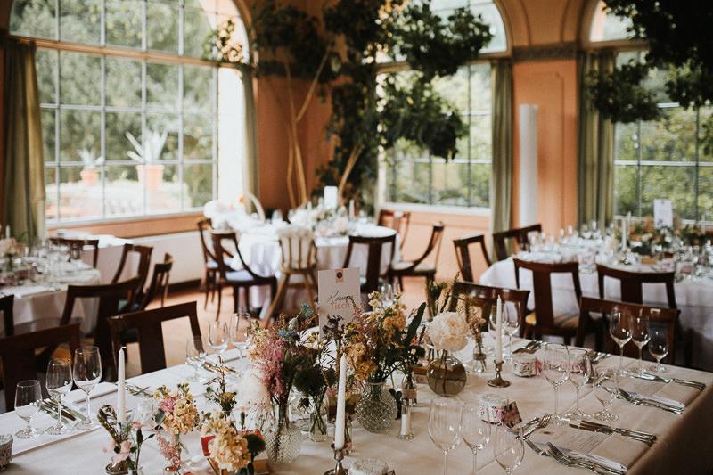 Dekoration Tischdeko Blumen Hochzeitsfotograf Berlin Schloss Ziethen