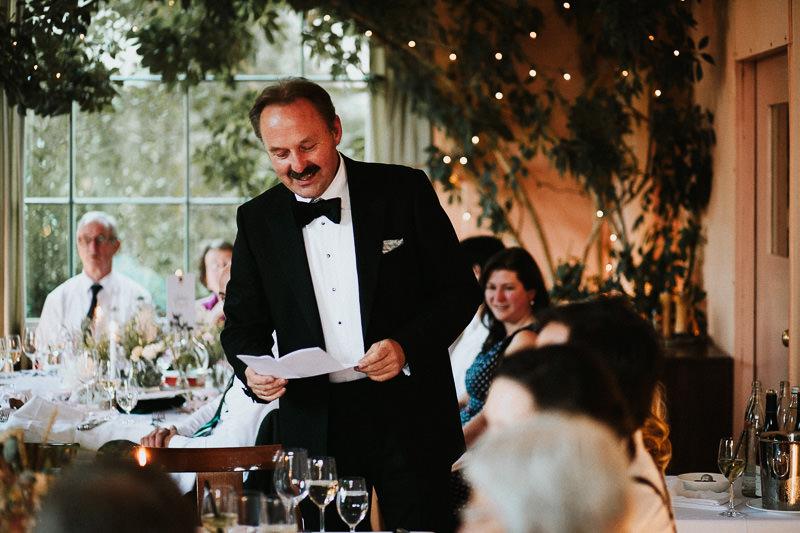 Rede des Brautvaters Hochzeitsfotograf Berlin Schloss Ziethen