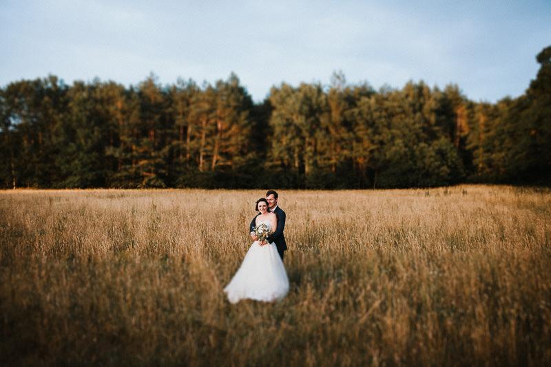 Brautpaarshooting im Abendlicht Hochzeit auf Schloss Ziethen