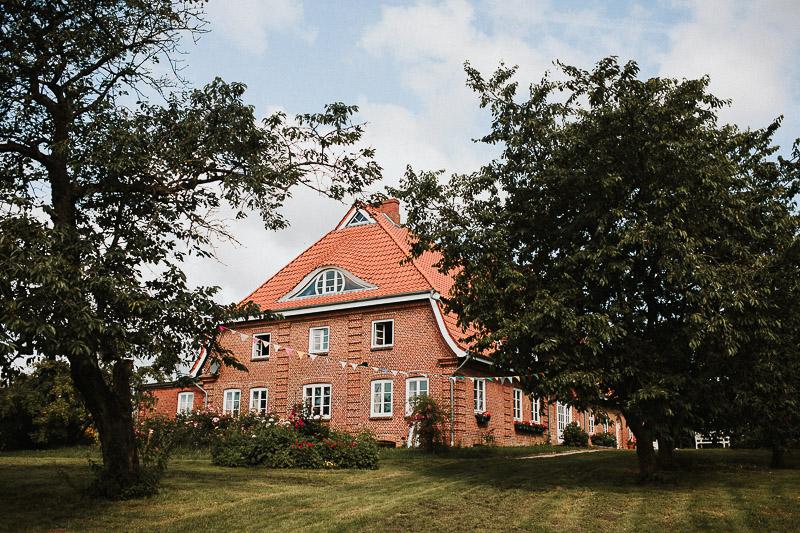 DIY Vintage Hochzeit in Kiel freie Trauung am See Girlande Hof Brache Wahlstorf