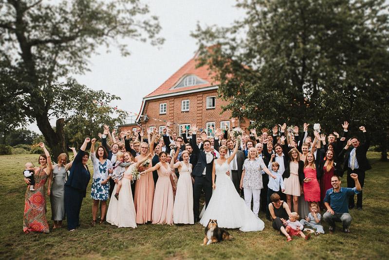 Hochzeit bei Kiel Hof Brache Hamburg Gruppenfoto