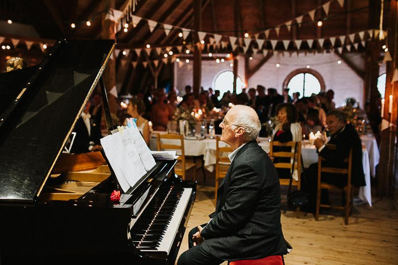 DIY Vintage Hochzeit auf Hof Brache bei Kiel Klavier